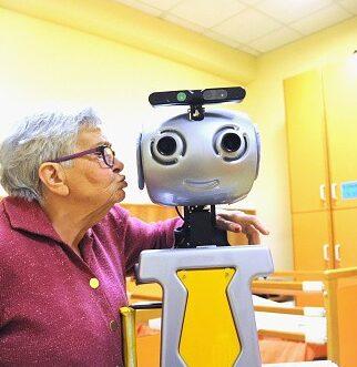 social robots moral status